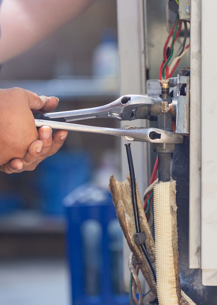 air conditioning system repair tech